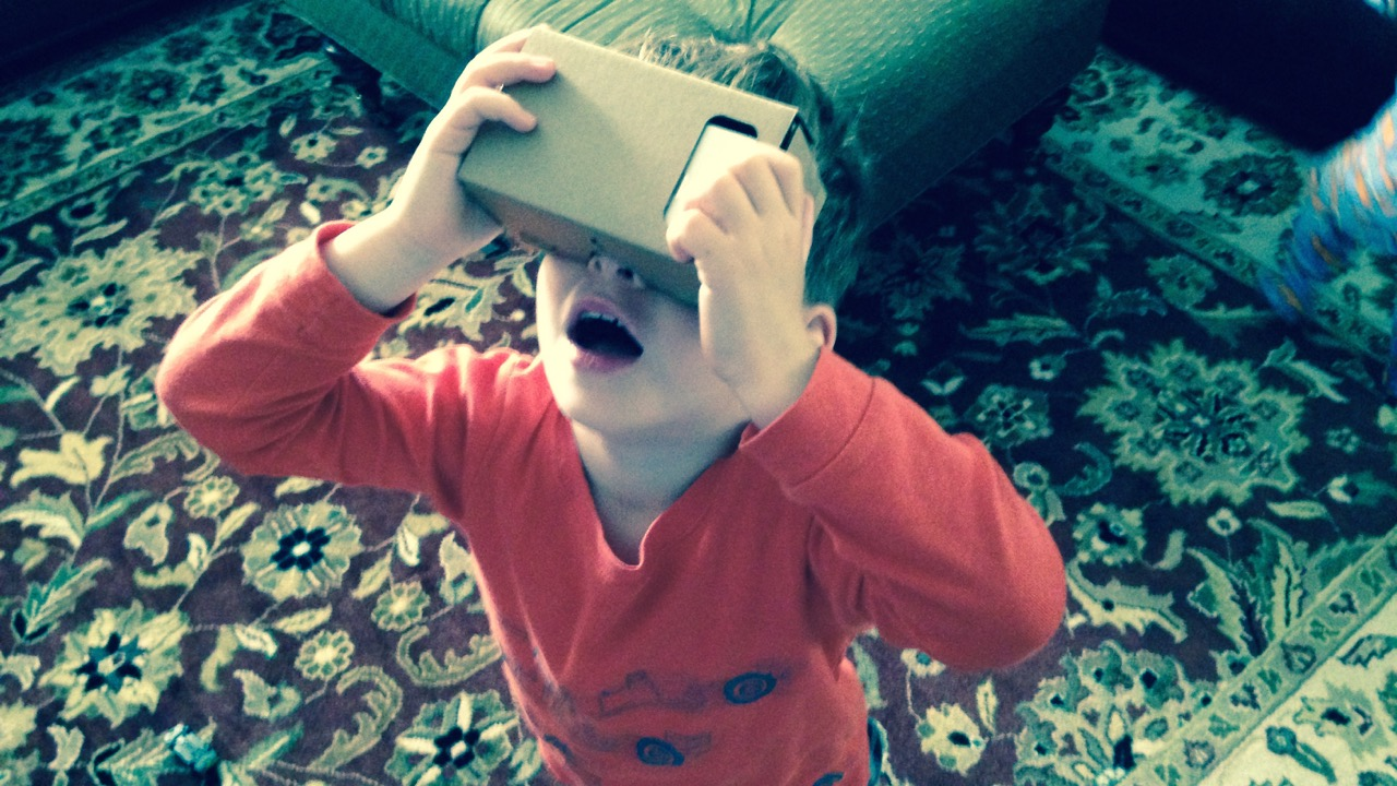 Daddy did the Volcano already xclode? Our first weekend with GOOGLE CARDBOARD (REVIEW)